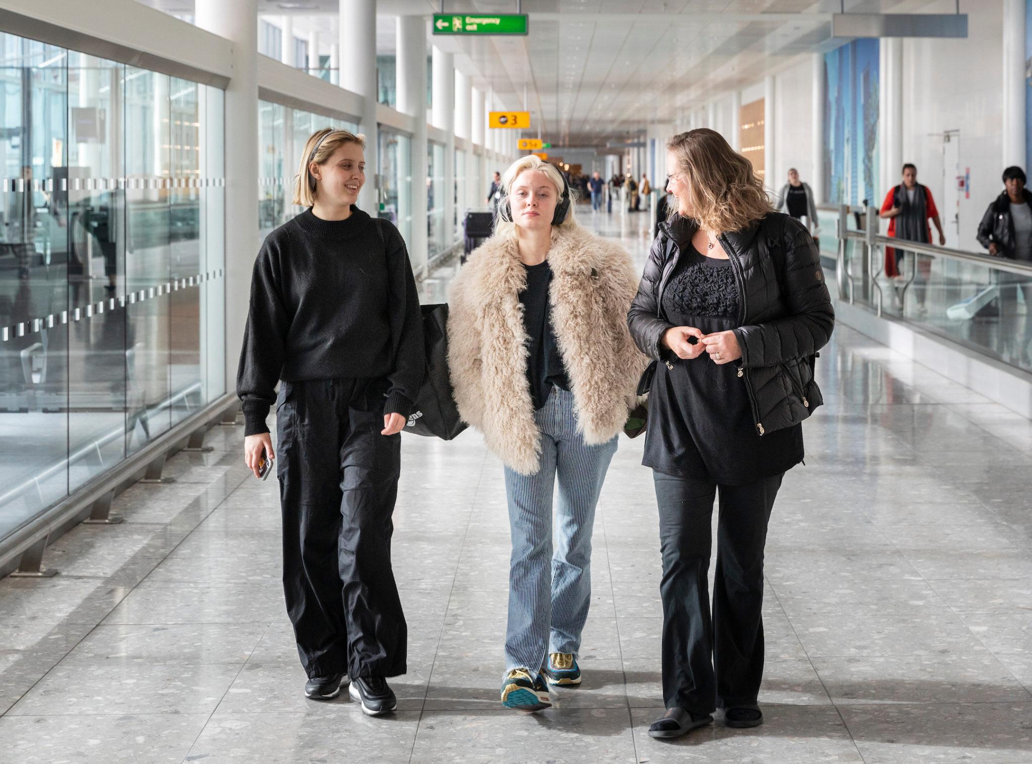 artist zara larsson reser med operation smile