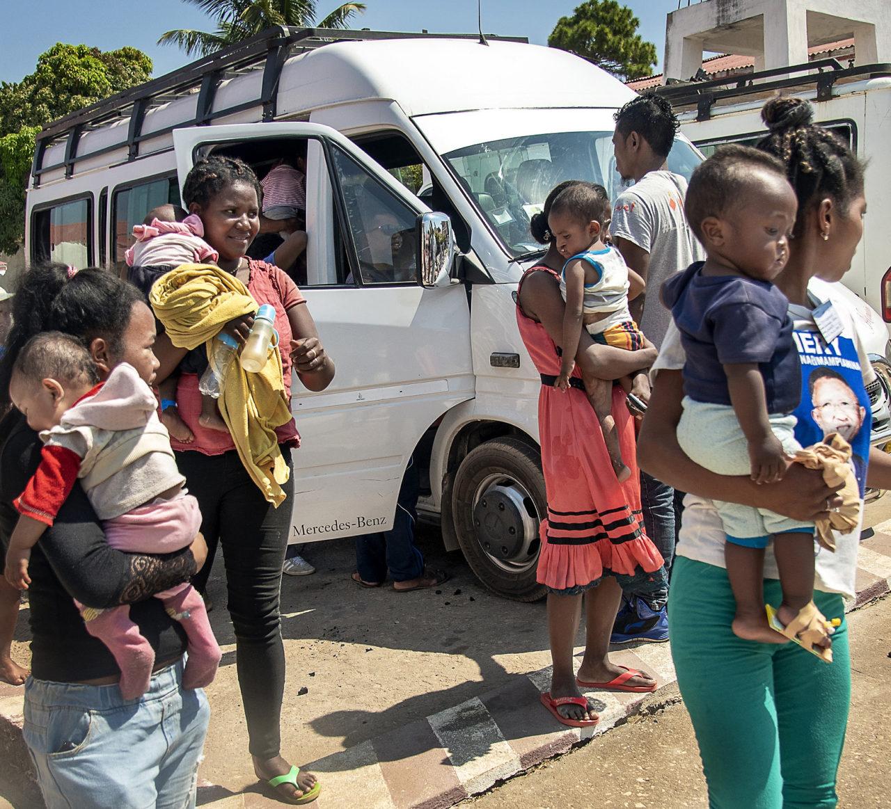 Transport & boende för två familjer