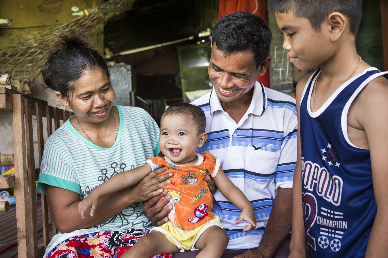 Familj efter operation i Thailand